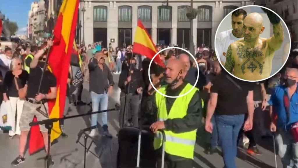 Alberto Ayala, en la manifestación del sábado pasado en Chueca. A la derecha, él mismo durante su época como boxeador.