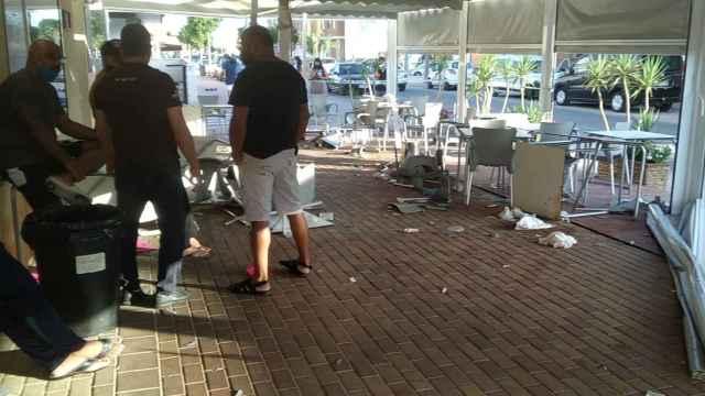 Estado de las terrazas de los restaurantes de Roldán tras el atropello.