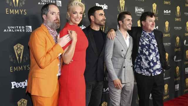 El elenco de 'Ted Lasso en la alfombra roja de los Emmy
