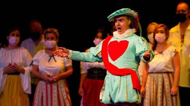El tenor Javier Palacios en la representación de El huésped del sevillano.