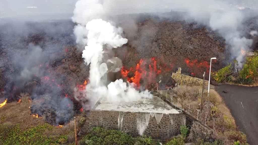 La lava se lleva por delante decenas de casas en La Palma. EP