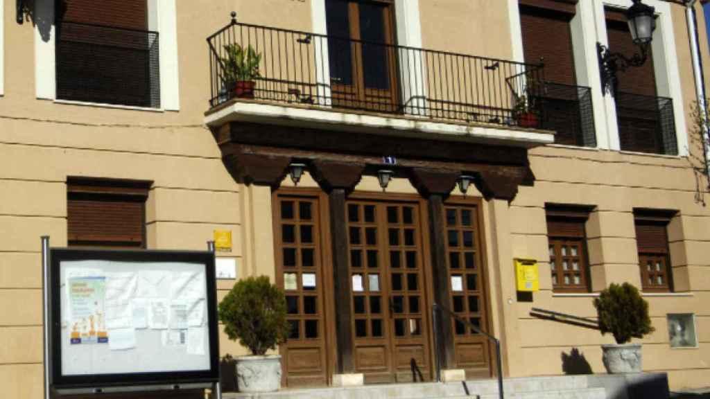 Fachada del Ayuntamiento de Castroverde de Cerrato