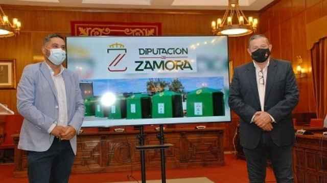 El gerente de Ecovidrio Castilla y León, José Carlos Agustina y el diputado de Medioambiente, Javier Faúndez