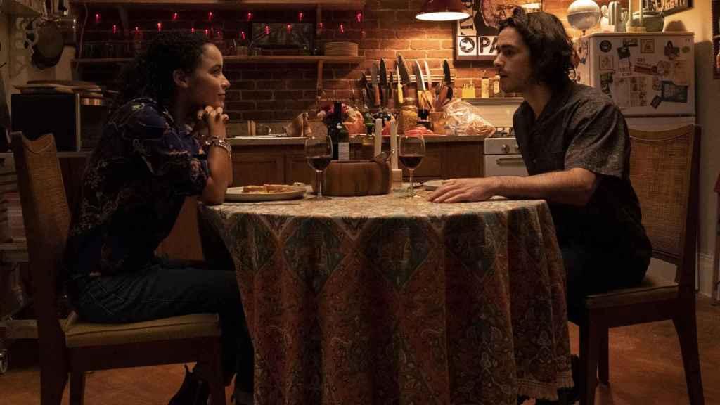 Juliana Canfield y Ben Schnetzer en el primer episodio de 'Y: El último hombre'.