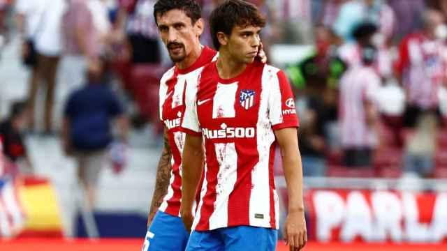 Joao Félix quejándose tras su expulsión con el Atlético