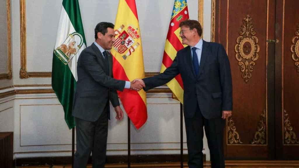Juanma Moreno y Ximo Puig. EE
