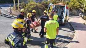 Los bomberos rescatan a un hombre tras despeñarse por el Castillo de Santa Bárbara.