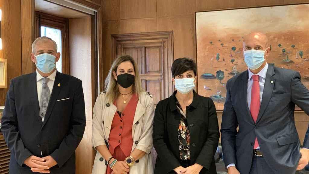 Acto de colaboración entre Unicaja Banco y el Ayuntamiento de León