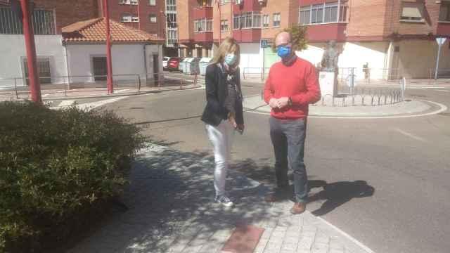 Aqualia cede al Ayuntamiento de Santa Marta un equipo portátil para comprobar la presión de las bocas de incendios