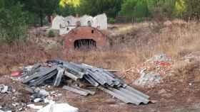 Uralita en la zona en la zona de la carretera de Carramonte, de Arrabal de Portillo a Fuente Mínguez