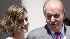 El rey Juan Carlos y la reina Letizia en la comunión de la princesa Leonor.