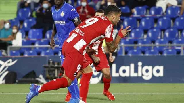 Luis Suárez celebra su primer gol ante el Getafe