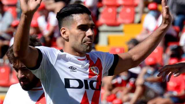 Radamel Falcao celebra un gol del Rayo Vallecano en La Liga 2021/2022