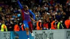 Ronald Araujo celebra un gol con el Barcelona en La Liga 2021/2022
