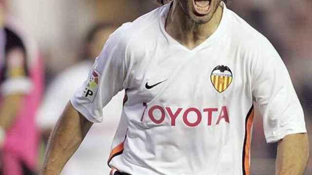 Roberto Fabián Ayala, en un partido del Valencia CF