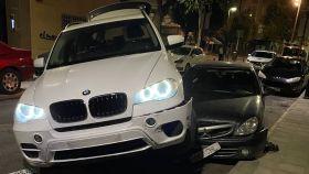 Sorprendente imagen de un coche subido encima de otro en pleno centro de Ciudad Real