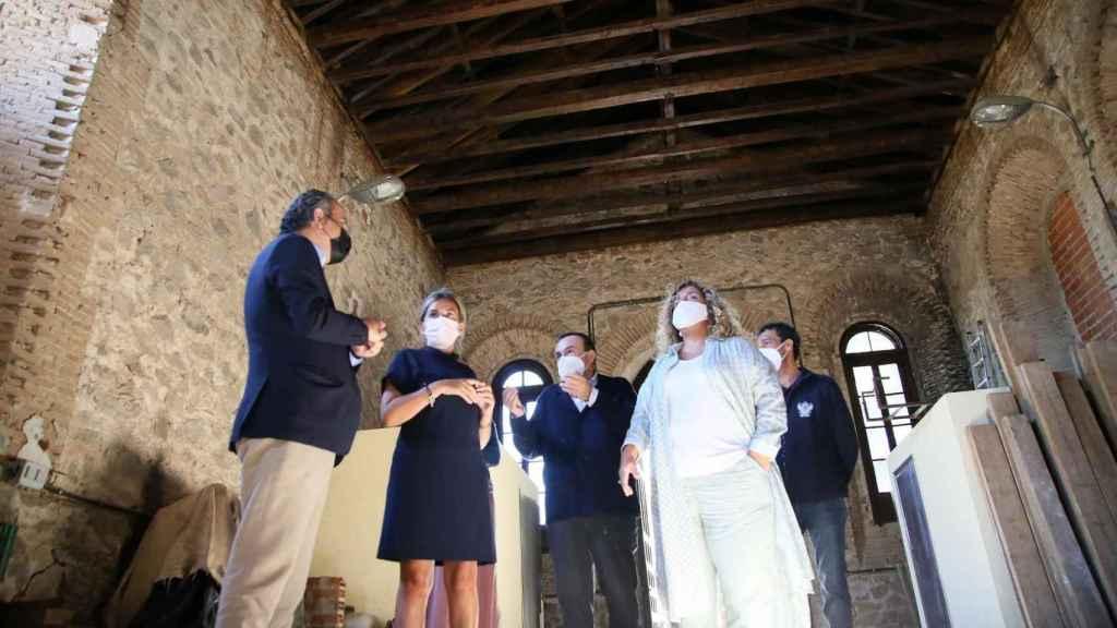 La alcaldesa de Toledo, Milagros Tolón, visita este martes el almacén del cementerio tras sus obras de recuperación