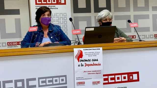 Chelo Cuadra, secretaria regional de la Federación de Sanidad y Sectores Sociosanitarios de CCOO, y Toñi Márquez, responsable de la Federación en Toledo