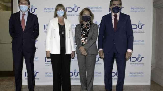 Juan López Belmonte, presidente de Farmaindustria; María Luz López-Carrasco, presidenta de Fenin; Nieves Segovia, presidenta de la Institución Educativa SEK, y Juan Abarca, presidente de la Fundación IDIS.
