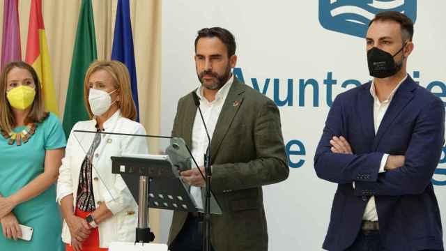 Daniel Pérez, portavoz del PSOE en el Ayuntamiento de Málaga, junto a varios concejales.