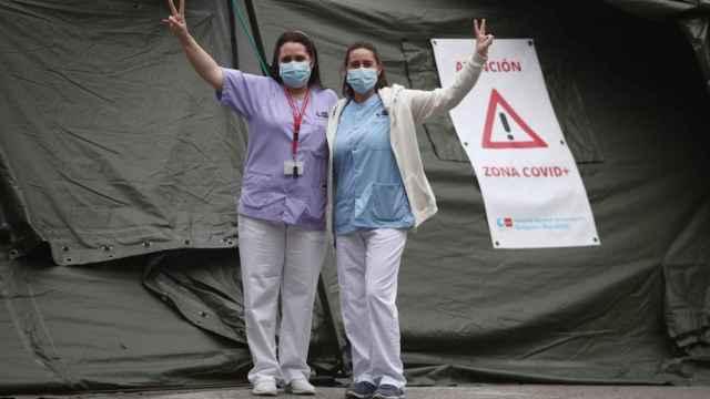 Las técnicos de laboratorio Ana Belén Tortajada (dcha.) y Mónica Martínez.
