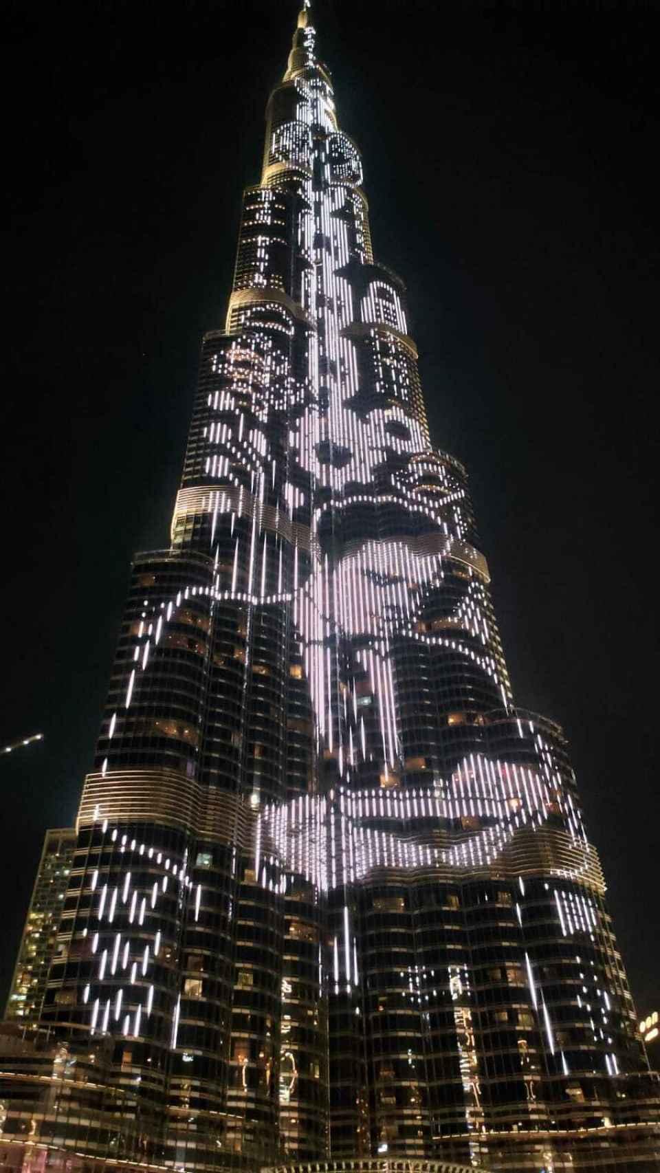Una de las proyecciones de la obra de Paco Bree sobre el Burj Khalifa. Foto: A. Iglesias Fraga