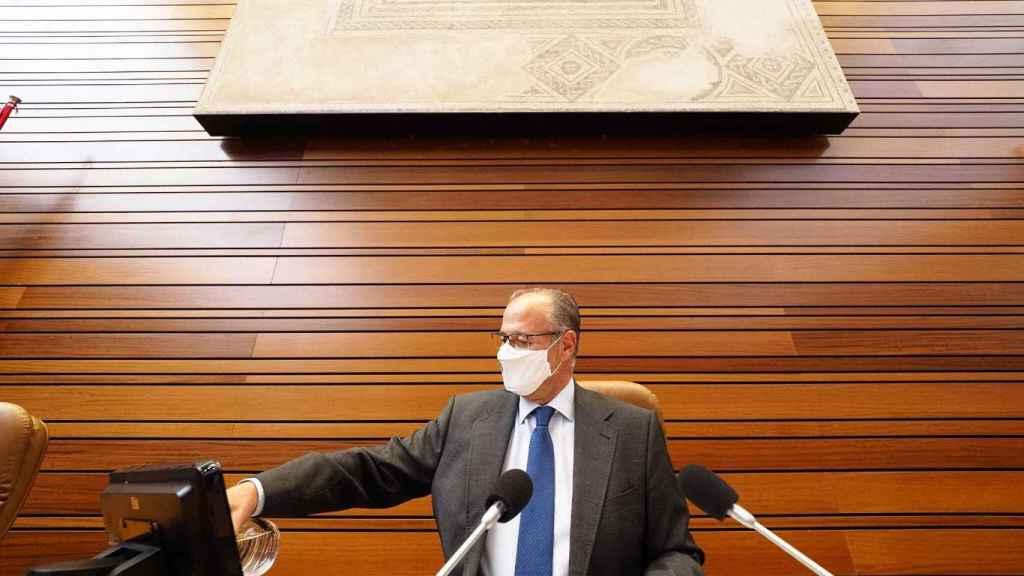 El presidente de las Cortes, Luis Fuentes