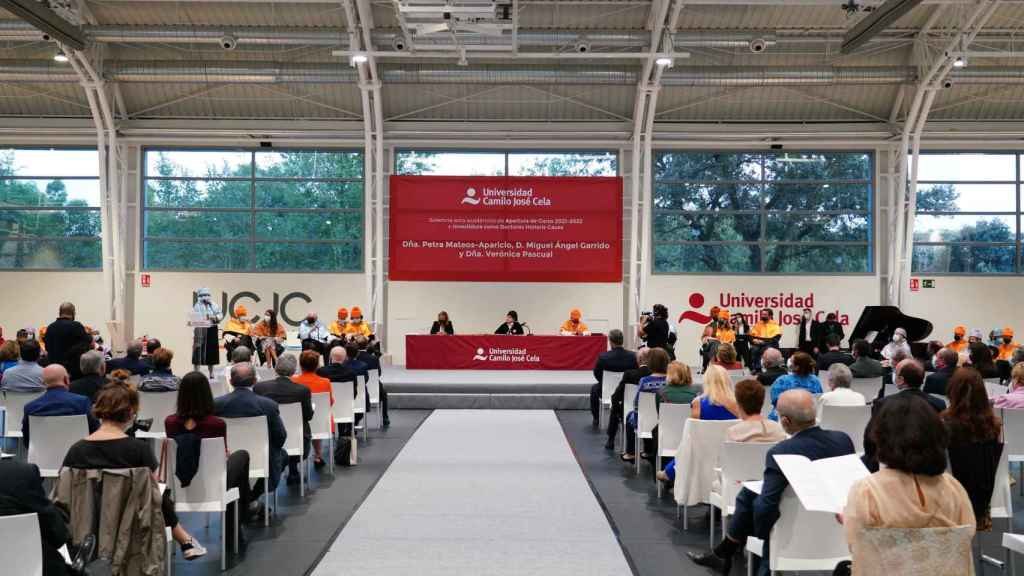 La UCJC los ha investido Doctores Honoris Causa en una ceremonia.