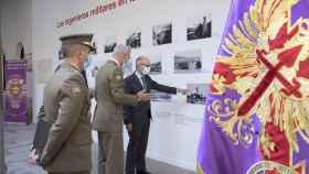 El presidente de la Diputación, Javier Iglesias y el coronel jefe del regimiento de Ingenieros, Ignacio García López, inauguran la exposición 'Los ingenieros militares en la campaña de África de 1921 a 1922'