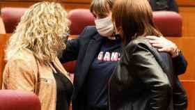 Parlamentarias juso antes de comenzar la sesión en las Cortes