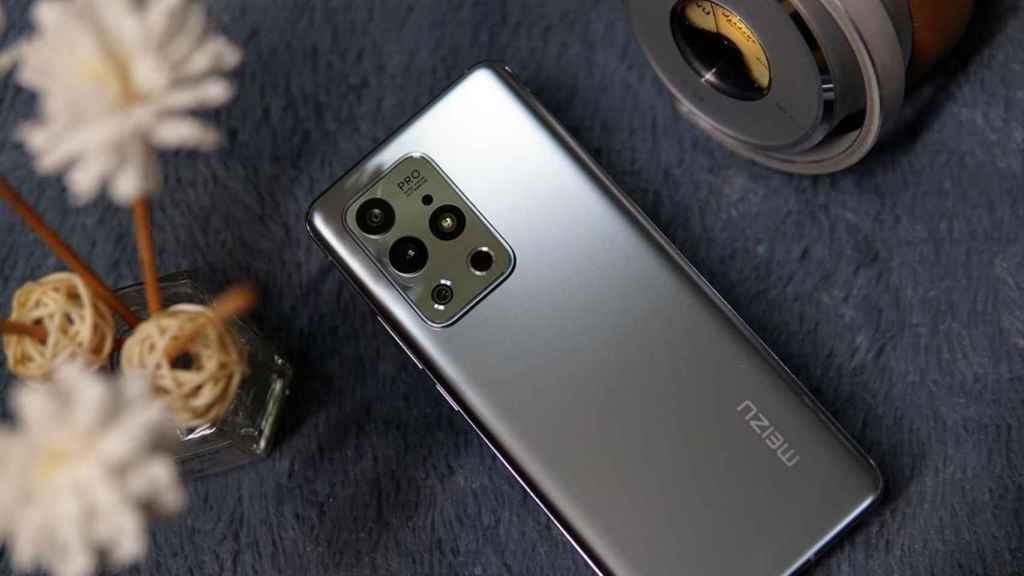 Meizu 18S Pro boca abajo