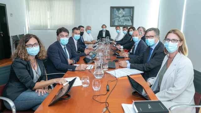 El Consejo de Administración de Aguas de Alicante analiza el desarrollo de los 14 proyectos incluidos en el Plan integral.