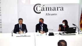 La Cámara de Comercio y Caixabank presentan el informe 'Alicante en cifras 2021'.