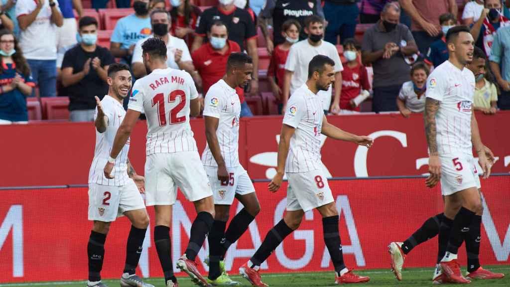 Rafa Mir celebra un gol con el Sevilla