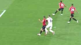 Gol anulado a Karim Benzema por falta previa