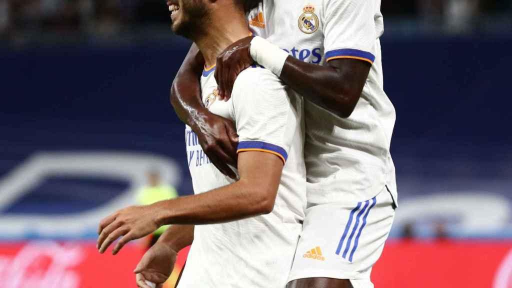 Vinicius abraza a Marco Asensio tras su gol al Mallorca