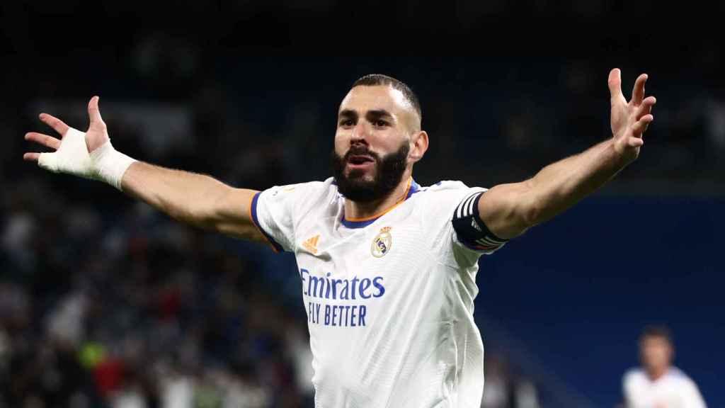 Karim Benzema celebra su gol al Mallorca