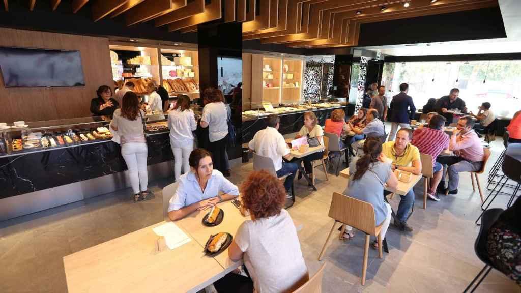 El interior de una cafetería toledana meses antes del estallido de la pandemia de coronavirus.