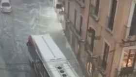 La céntrica Plaza de Zocodover de Toledo, convertida en río tras la tromba de agia