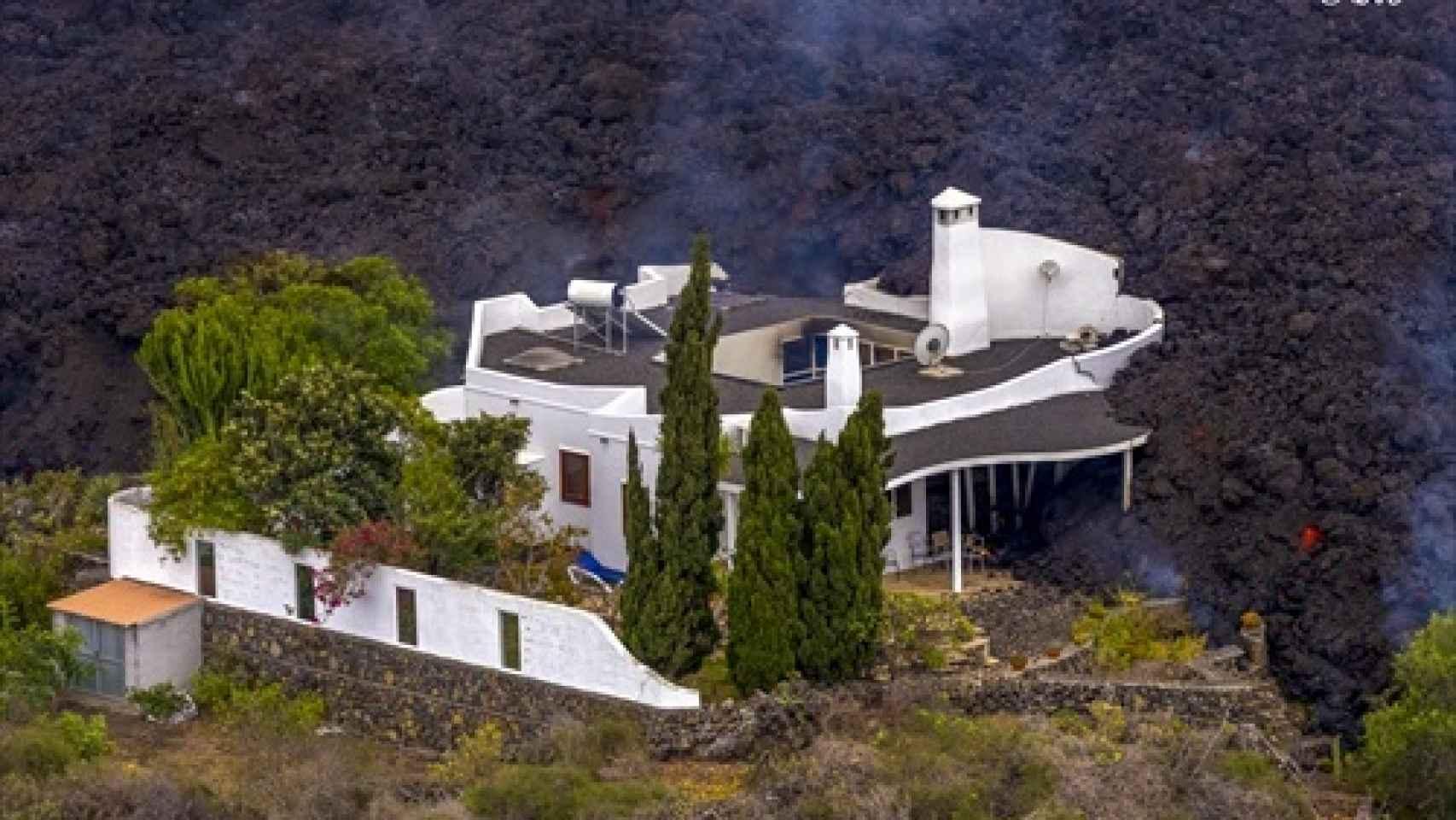 Una casa momentos antes de ser destrozada por la lava. EP