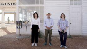 La presidenta de la Comunidad de Madrid, Isabel Díaz Ayuso, visita el set de rodaje de la última película de Wes Anderson, en Chinchón.