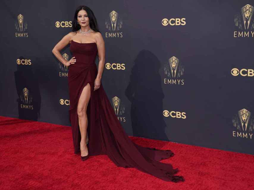 Catherine Zeta-Jones en los premios Emmy en Los Ángeles.