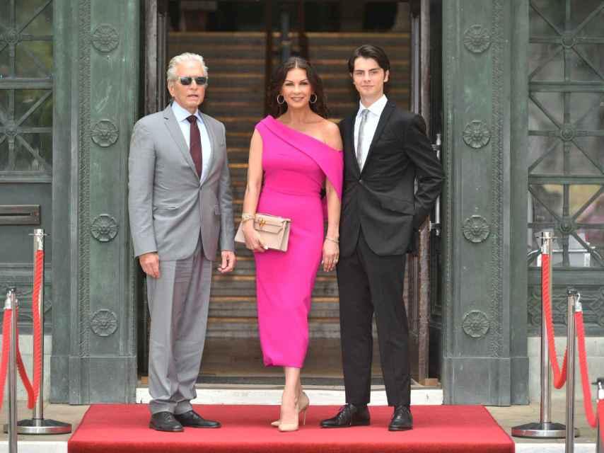 La pareja junto a su hijo Dylan Douglas.