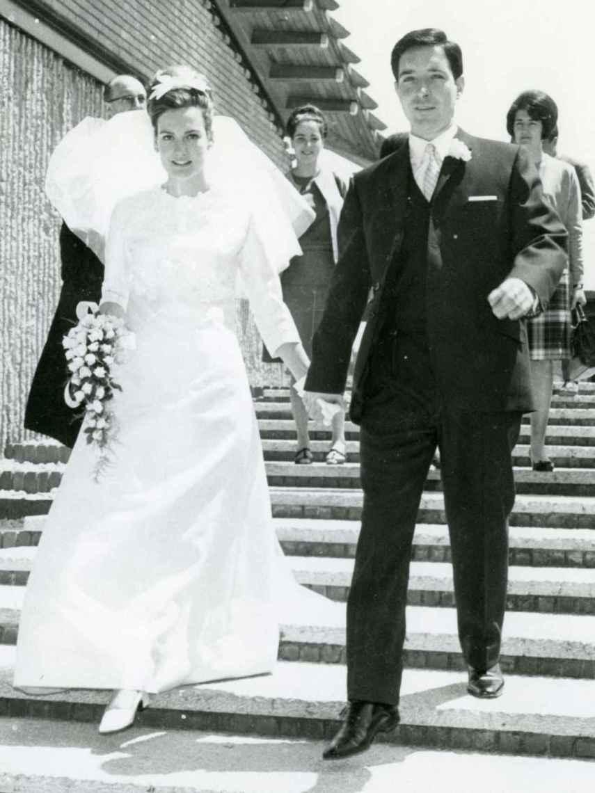 Iñaki Gabilondo en su boda junto a Maite Egaña.