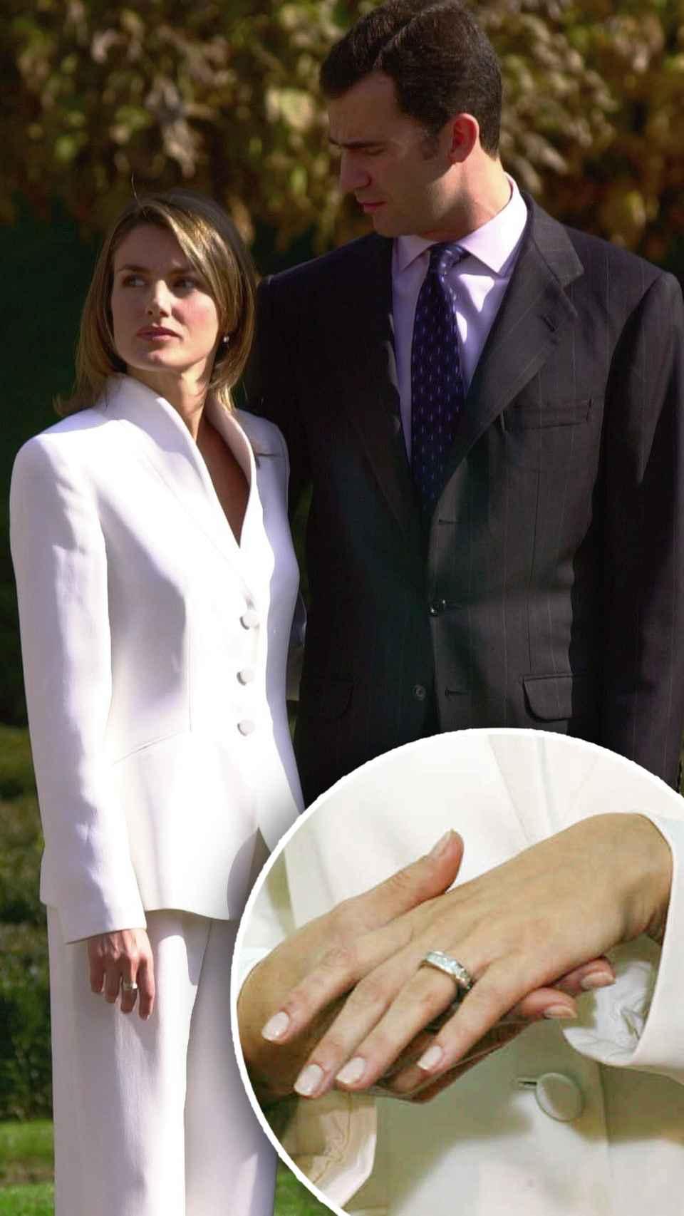 Letizia Ortiz y Felipe de Borbón anunciaron su compromiso en noviembre de 2003, con un anillo de pedida de Suárez.