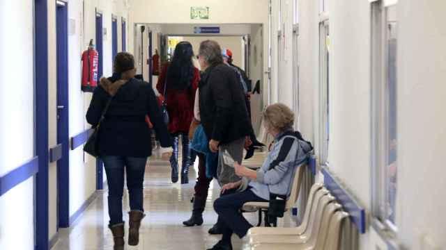 Rubén Cacho / ICAL . Pacientes esperan para una consulta en la Unidad del Dolor de Valladolid