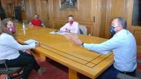 El presidente de la Diputación de Zamora, Francisco Requejo y el alcalde de Benavente, Luciano Huerga durante su reunión de cooperación