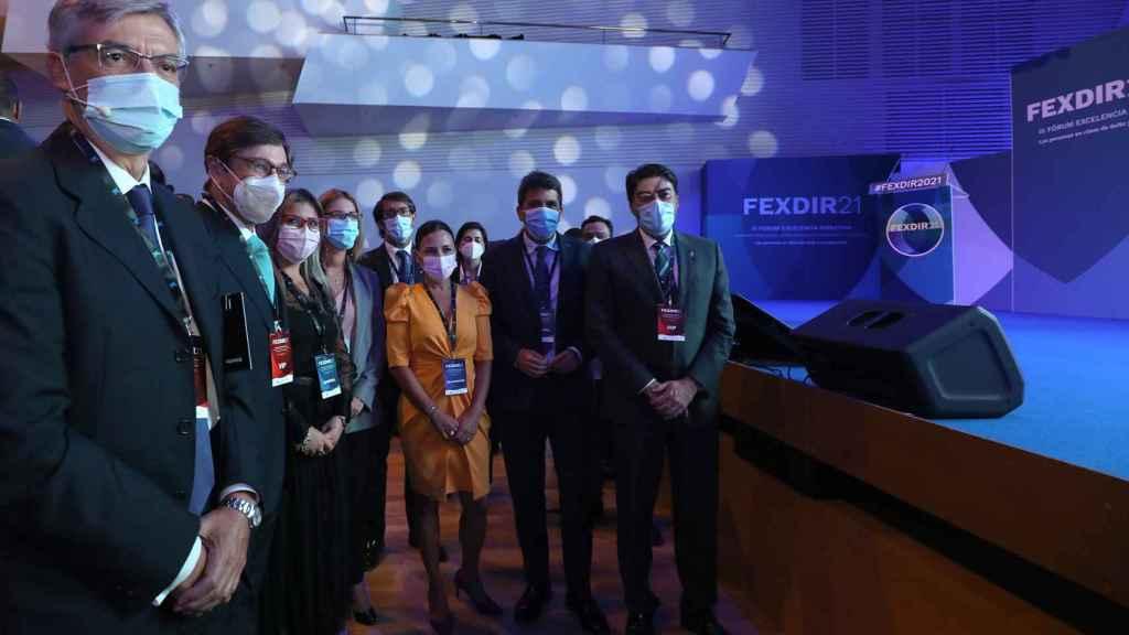Participantes del congreso, entre los que se encuentra el presidente de la Diputación de Alicante, Carlos Mazón