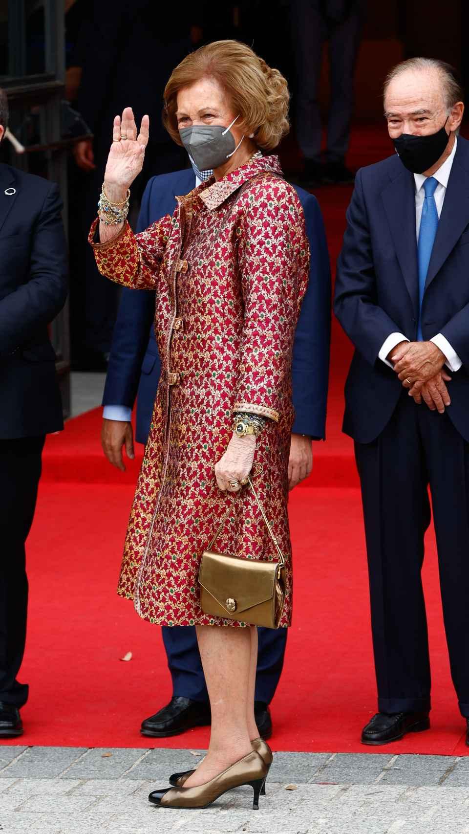 La reina Sofía a su llegada al Teatro Real.