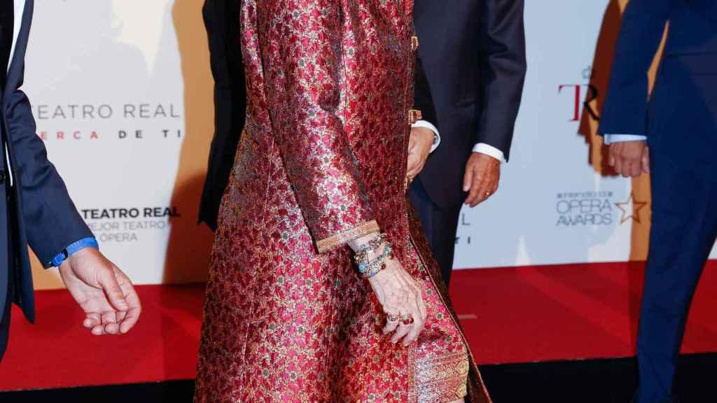 La reina Sofía haciendo su entrada en el Teatro Real de Madrid.